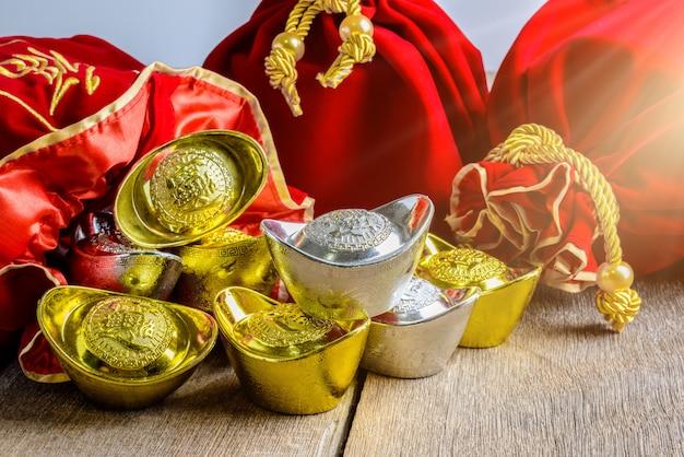 Sac en tissu rouge du nouvel an chinois, un pow avec de l'argent chinois de la chance
