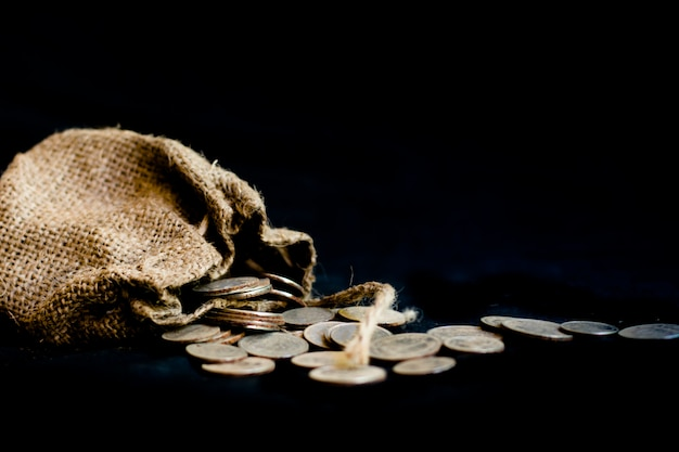 Sac avec les trente pièces d'argent symbole biblique de la trahison de judas