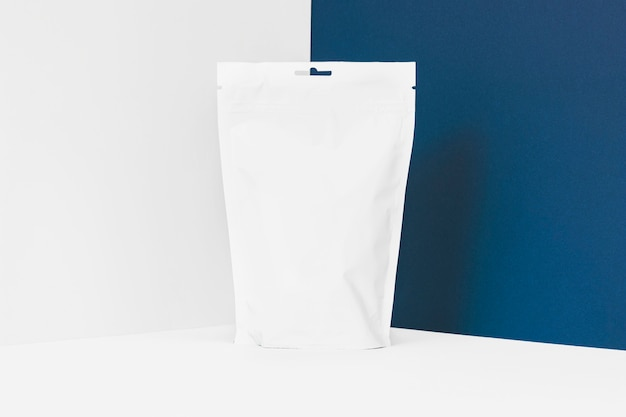 Sachet à thé en plastique blanc