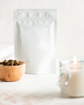 Sachets en aluminium avec disposition pour le thé