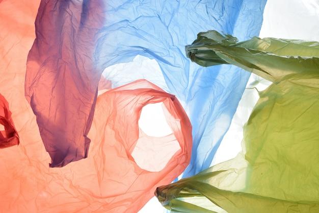 Sachets en plastique de couleurs utilisées et transparentes