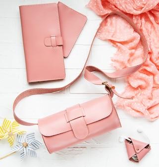Sacs et accessoires en cuir rose