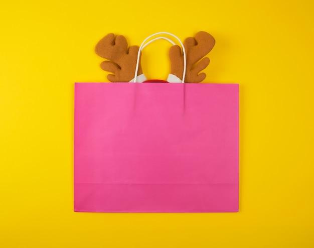 Sacs en papier pour faire du shopping avec serre-tête à l'intérieur