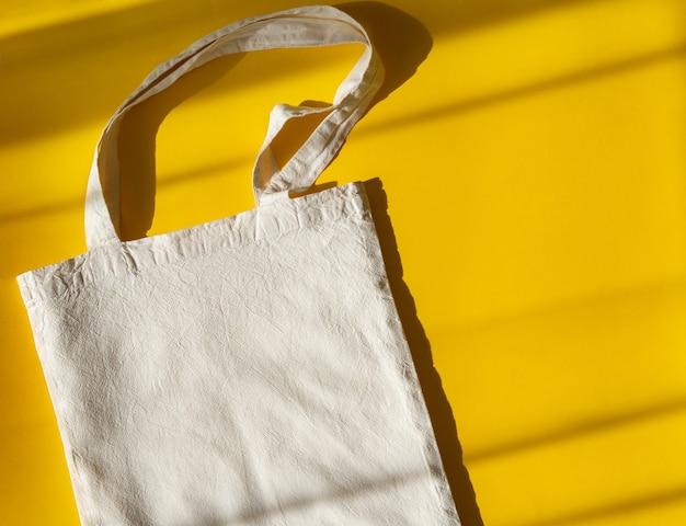 Sacs à provisions réutilisables. maquette de sac écologique blanc