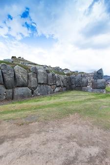 Sacsayhuaman: site archéologique inca à cusco, pérou