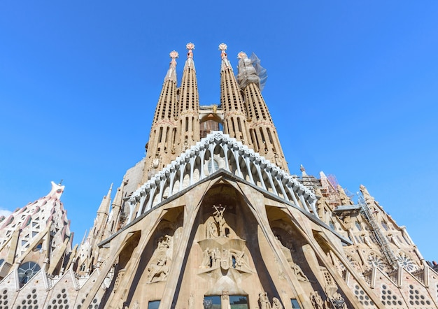 La sagrada familia, façade de la nativité, barcelone, espagne