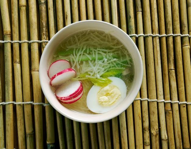 Saimin - plat de soupe aux nouilles développé en chine.