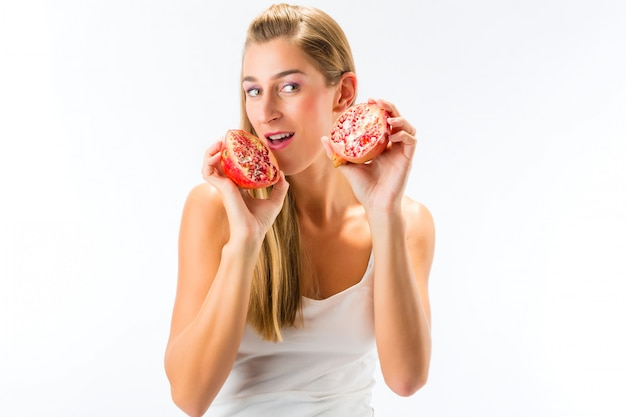 Une saine alimentation, femme avec grenade