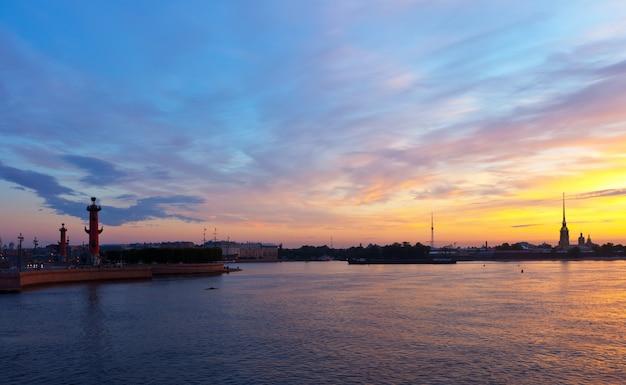Saint-pétersbourg le matin