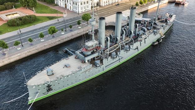 Saint-pétersbourg, russie, juin 2019 - vue aérienne du croiseur aurora