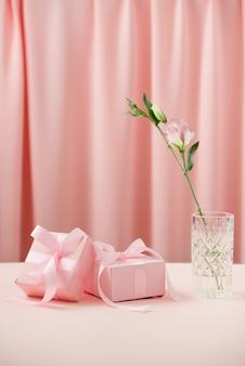 Saint valentin et 8 mars journée internationale de la femme. cadeaux pour les proches.