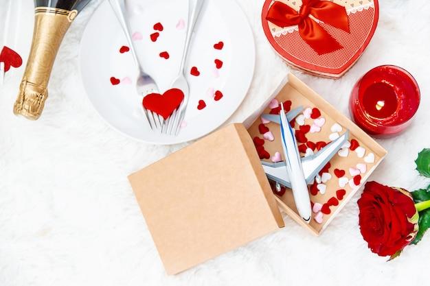La saint valentin. un beau voyage cadeau. mise au point sélective.