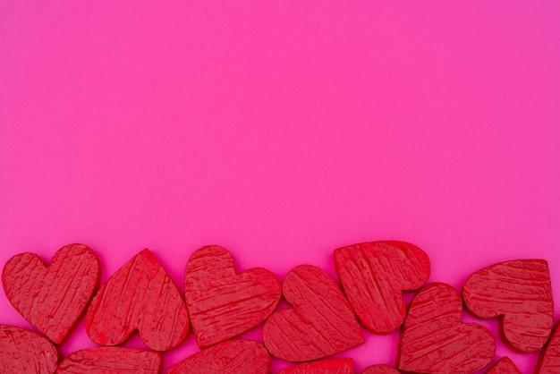 Saint valentin carte postale coeurs rouges.