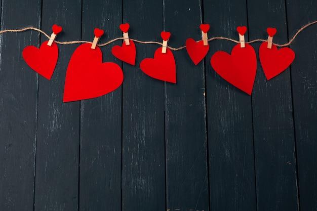 Saint valentin coeur rouge sur vieux bois, vacances.