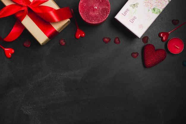 Saint valentin fournitures sur fond noir
