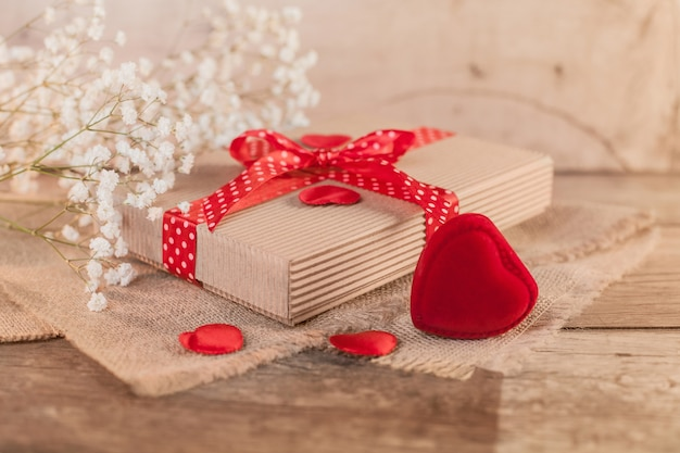 Saint-valentin rustique avec joli cadeau