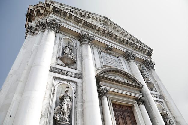 Sainte marie du rosaire (communément appelée i gesuati), est une église dominicaine construite dans un style classique située dans le sestiere de dorsoduro, sur le canal de la giudecca à venise, italie