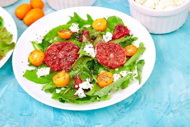 Salade d'agrumes frais. végétalien, végétarien, alimentation propre, régime amaigrissant, concept alimentaire.
