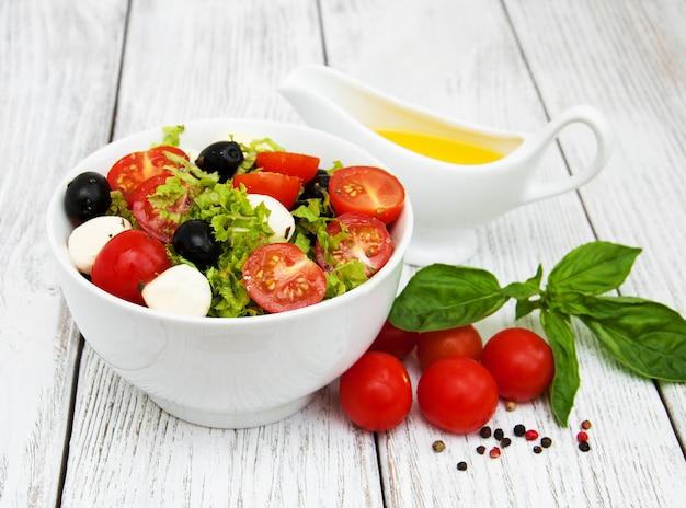 Salade au mozarella et aux légumes
