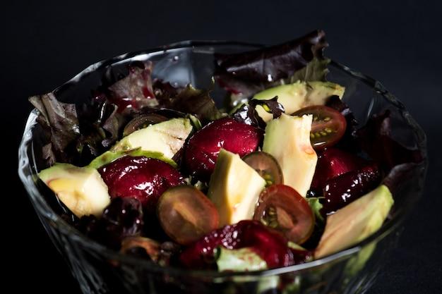 Salade d'avocat aux tomates cerises