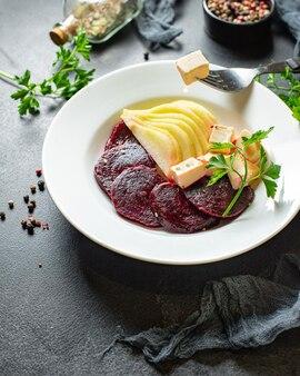 Salade de betteraves fromage légumes herbes deuxième plat apéritif snack prêt à manger