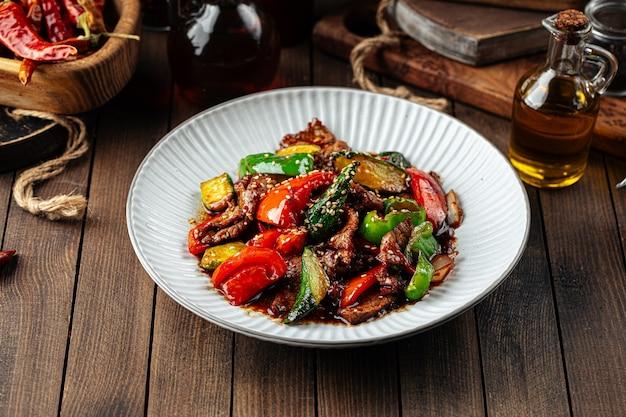 Salade de boeuf chinoise tiède aux légumes