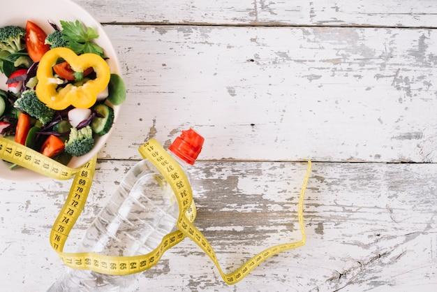 Salade de brocoli et ruban à mesurer