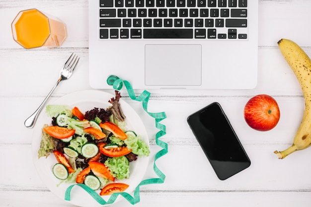 Salade sur le bureau