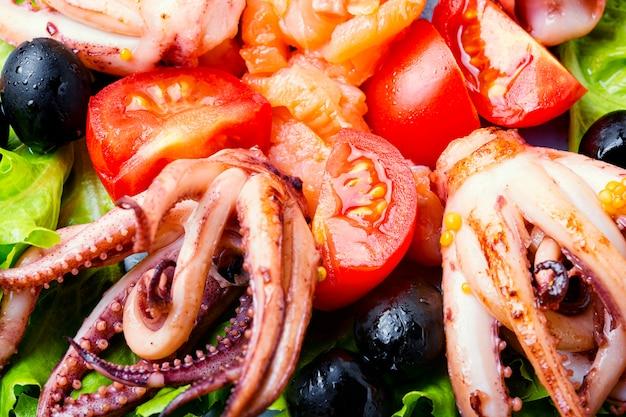 Salade de calmars et fruits de mer