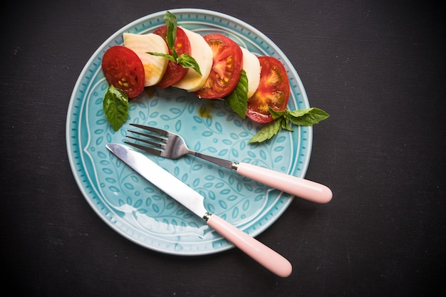 Salade caprese italienne méditerranéenne