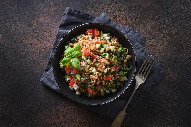Salade de céréales complètes d'épeautre aux légumes de saison