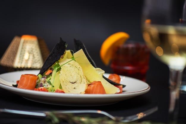 Salade césar au poisson saumon