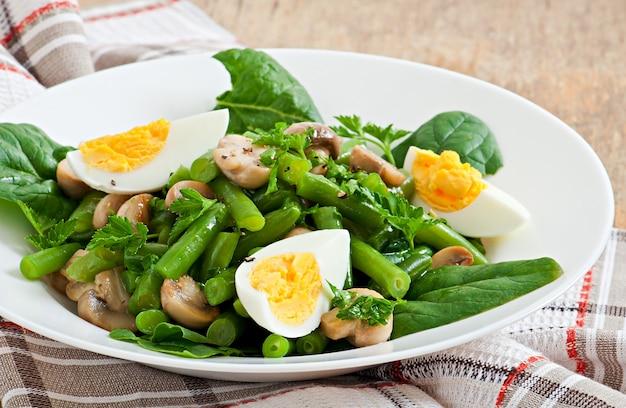 Salade de champignons aux haricots verts et œufs
