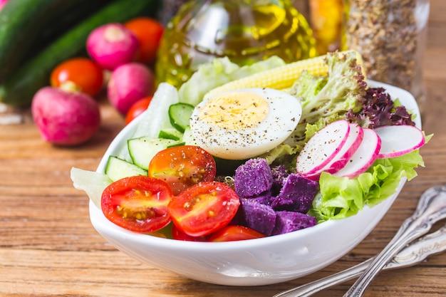 Salade de chef mixte. salade de chef mélangé.avocado