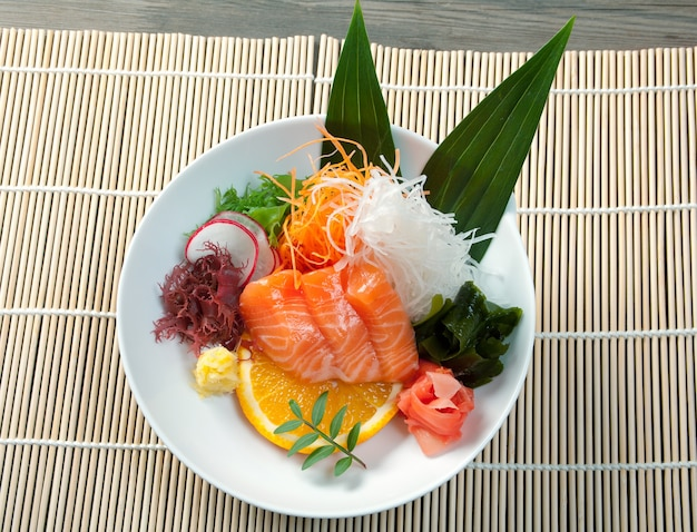 Salade chinoise saumon aux légumes