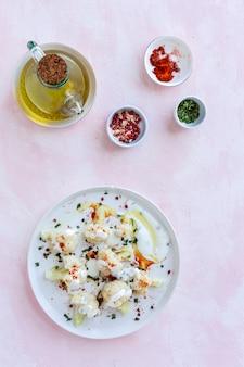 Salade de chou-fleur aux épices et huile d'olive