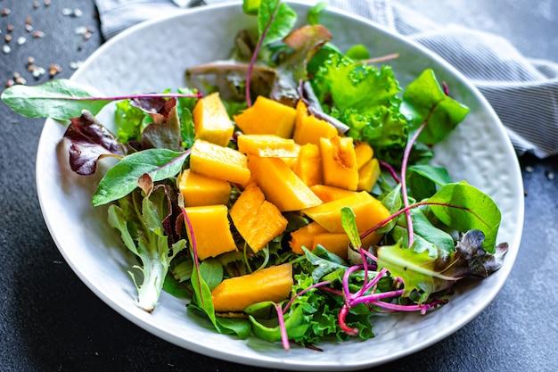 Salade de citrouille en bonne santé feuilles de laitue ingrédient biologique manger