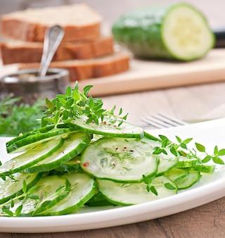 Salade de concombre frais