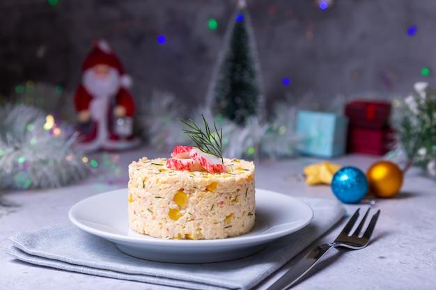 Salade de crabe au maïs et aux œufs