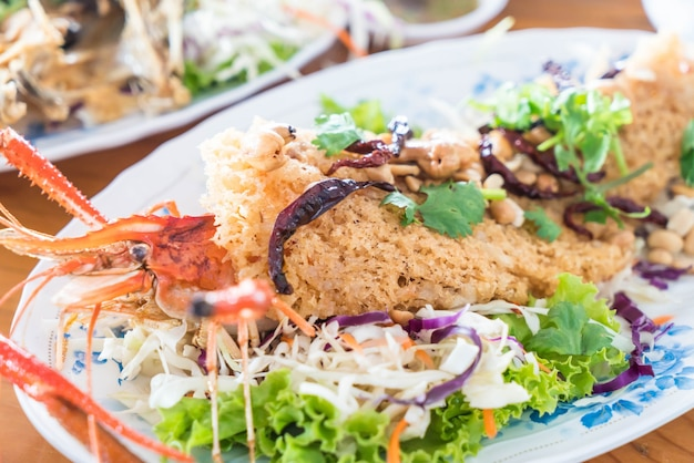 Salade de crevettes croustillantes
