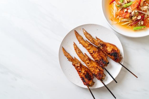Salade épicée de papaye au poulet grillé