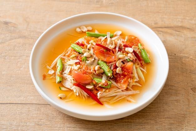 Salade épicée de papaye - somtam - cuisine de rue traditionnelle thaïlandaise