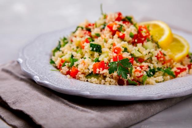 Salade estivale au taboulé et couscous.