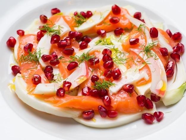 Salade de fenouil, saumon et grenade