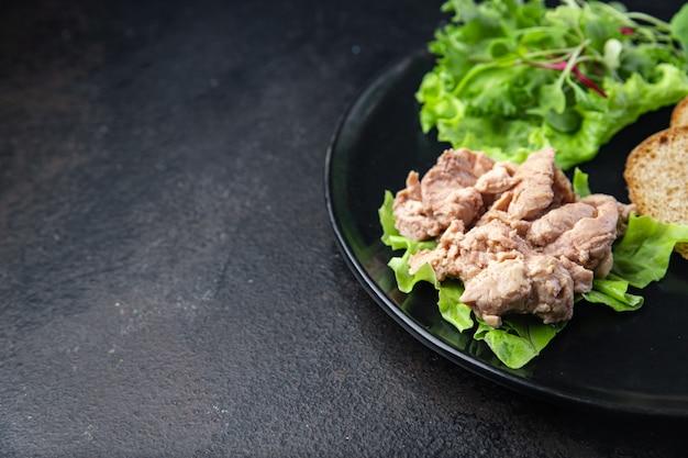 Salade de foie de morue mélange pétales laitue feuilles poisson gras fruits de mer oméga3 vitamine apéritif repas frais
