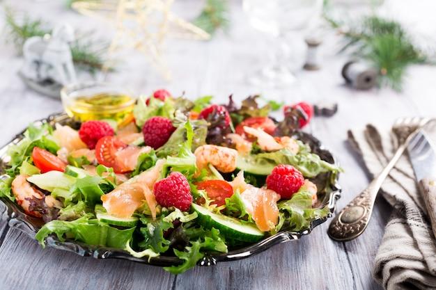 Salade fraîche au saumon fumé