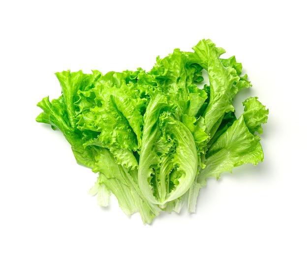 Salade fraîche et juteuse sur blanc