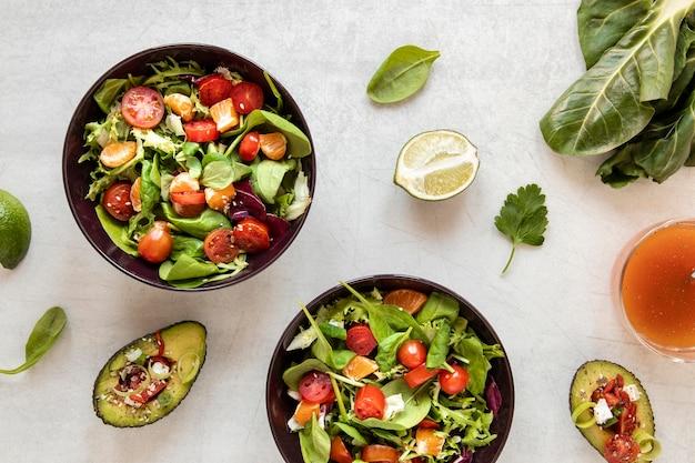Salade fraîche sur plaque