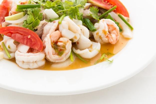 Salade de fruits de mer thaïlandaise épicée