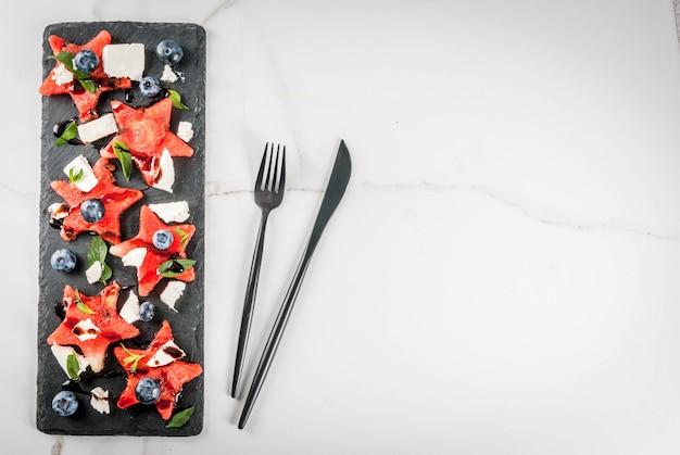 Salade de fruits rafraîchissante en assiette